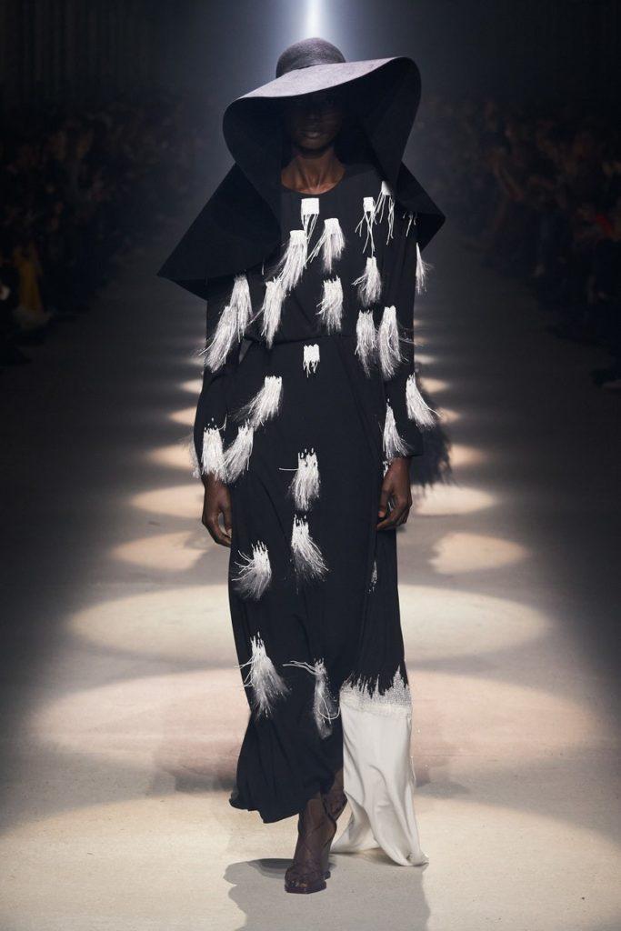 لباس مجلسی بلند پوشیده ریشه دار از برند Givenchy