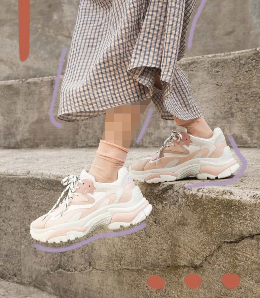 کفش های اسپورت با رنگ های پاستلی
