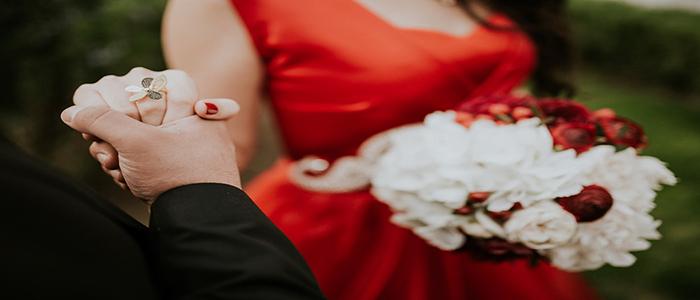 رنگ لباس عروس را چگونه انتخاب کنیم؟ (5 نکته کاربردی)