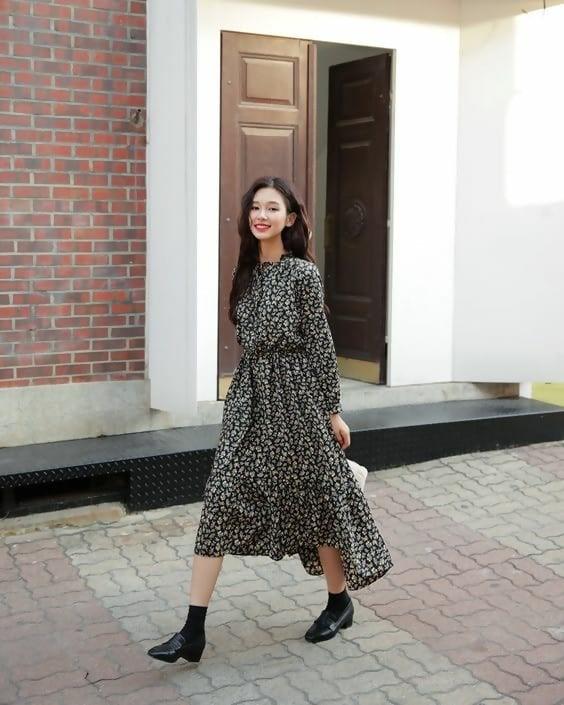 لباس مجلسی بلند و کفش کالج
