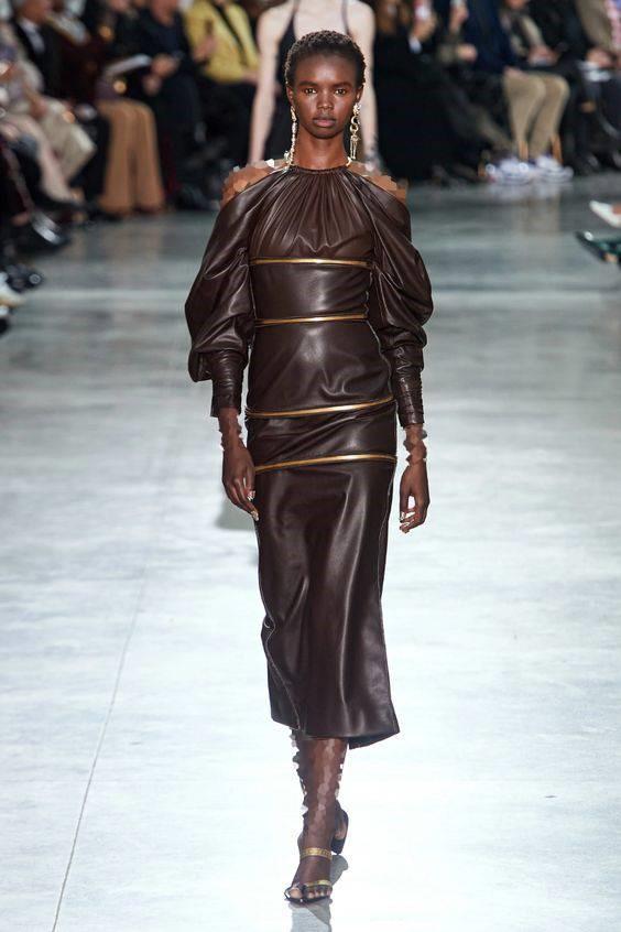 لباس مجلسی چرم ترند با یقه هالتری مجلسی