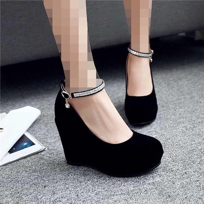 کفش پاشنه بلند برای افراد کوتاه قد