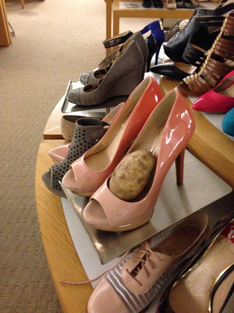استفاده از سیبزمینی و گشاد شدن کفش