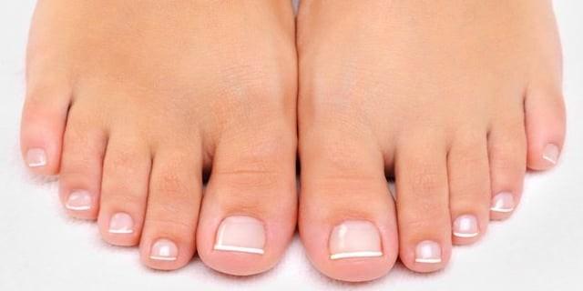 چسباندن انگشتان پا برای راحت راه رفتن