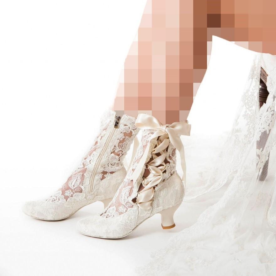 کفش عروس بند دار