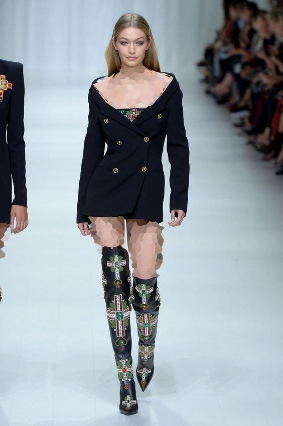 لباس مجلسی کوتاه با بوت ساق بلند
