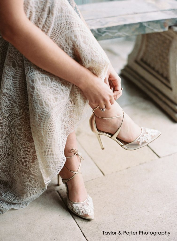 کفش عروس بنددار