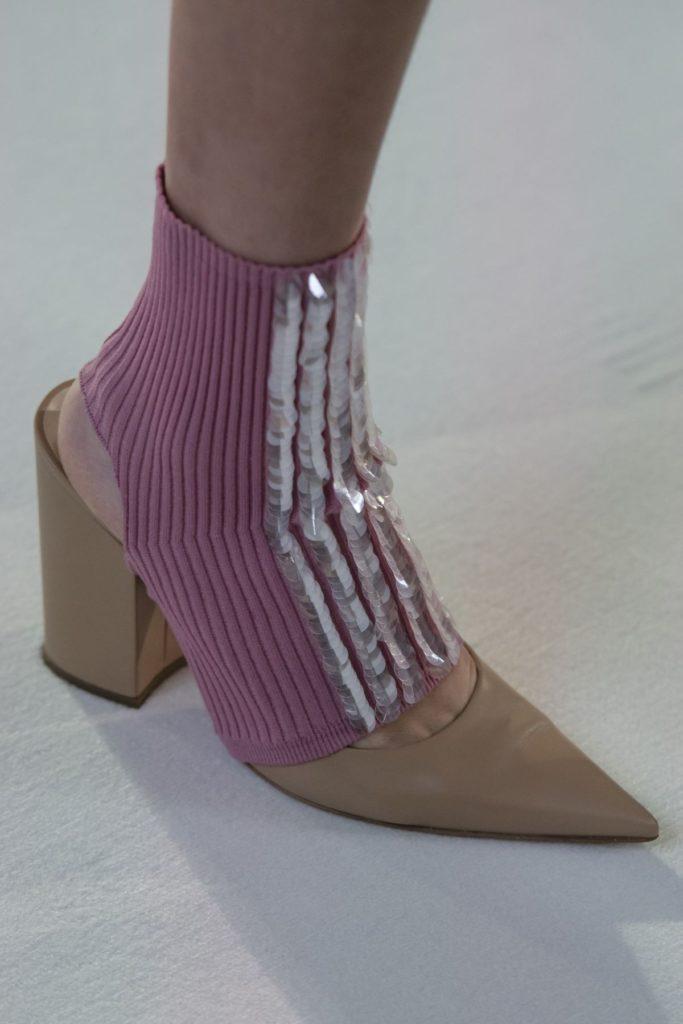 کفش پاییزی با جوراب
