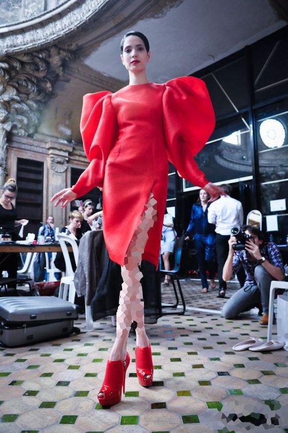 لباس مجلسی کوتاه با کفش پاشنه سوزنی