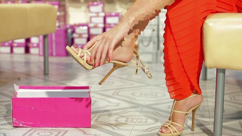 اهمیت زمان خرید کفش در راحتی آن