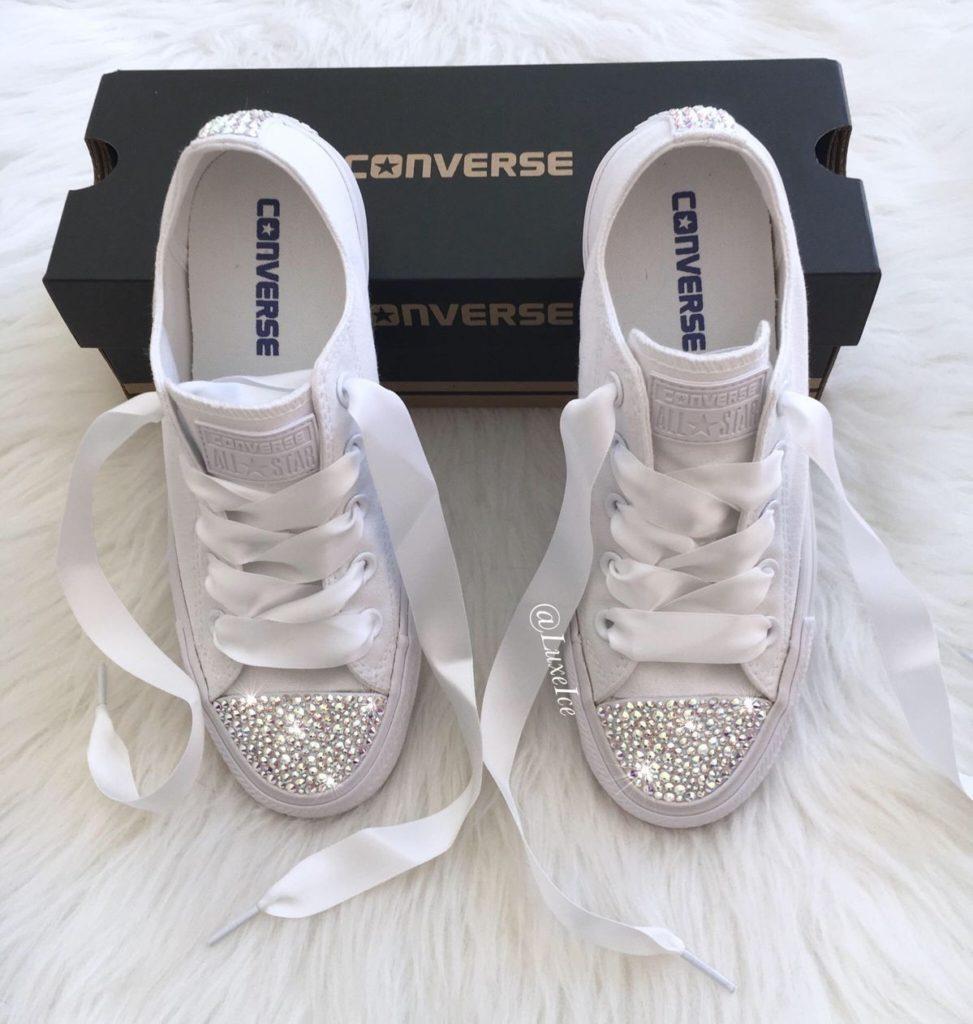 کفش عروس کتانی