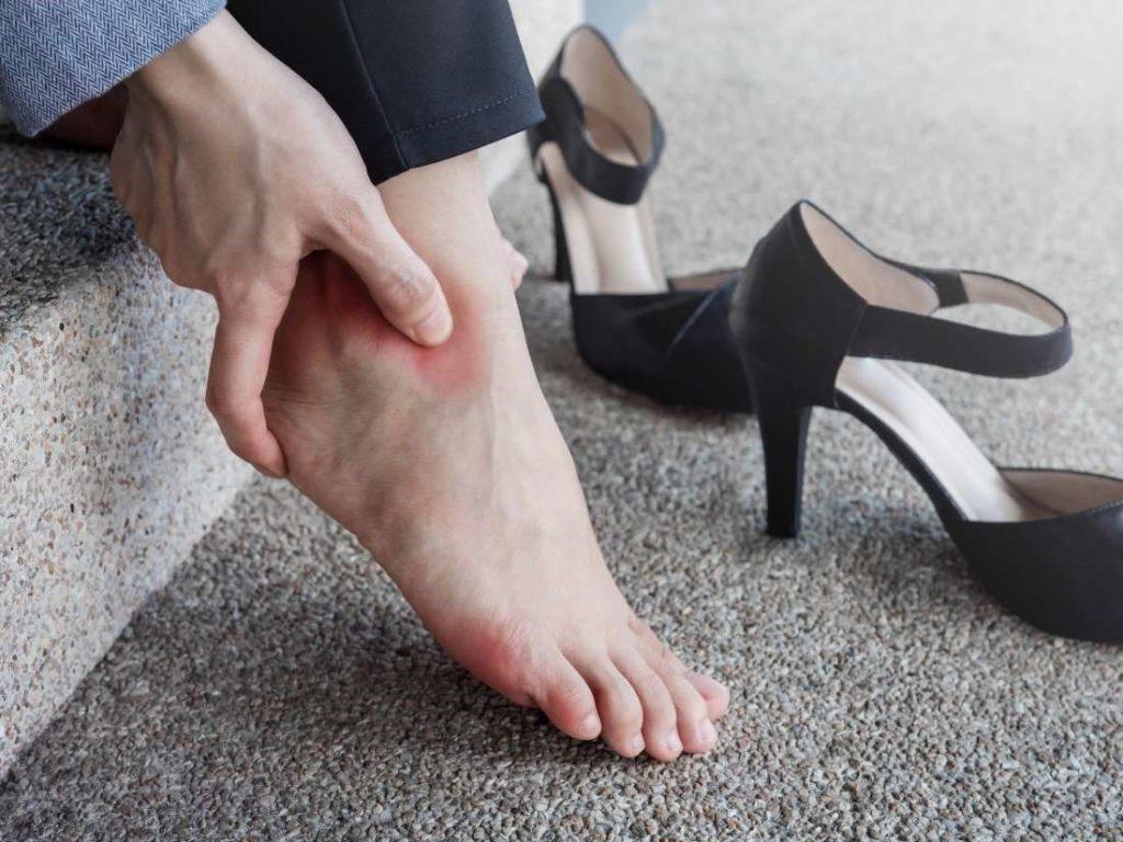 تاثیرات کفشهای پاشنه بلند بر دیسک کمر