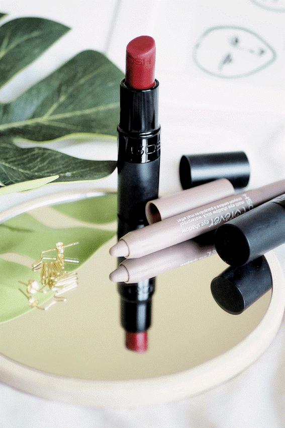ara2 - دسته بندی های جدید کمدا- لوازم آرایش و کتاب (جایزه 1میلیونی بهترین عکس)