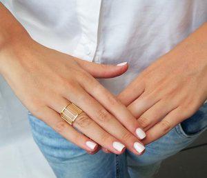 انگشتر برای انگشت کشیده