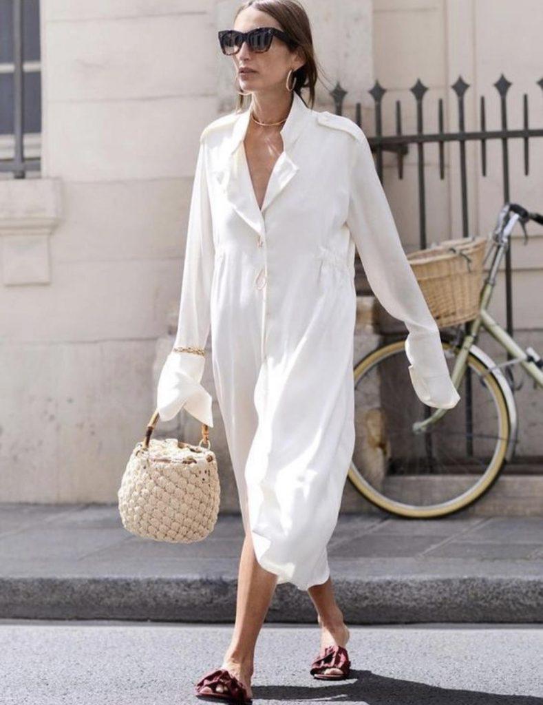 پوشیدن مانتو اورسایز سفید مانند پیراهن بلند زنانه