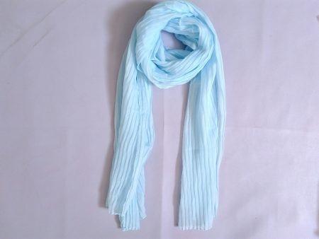 مانتو کرم و روسری آبی روشن