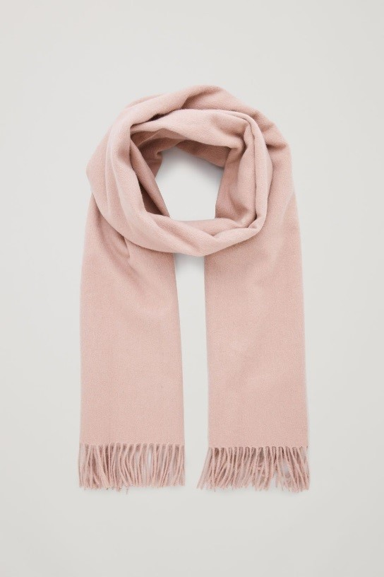 با مانتوی سرمهای، شال یا روسری چه رنگی بپوشیم؟