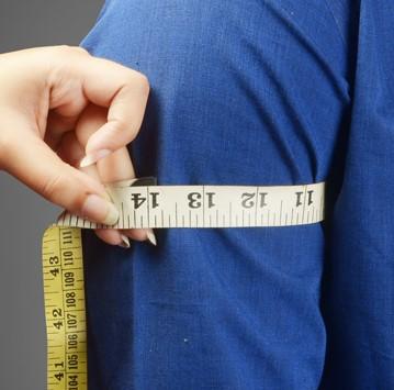 اندازهگیری دور بازو برای دوخت مانتو