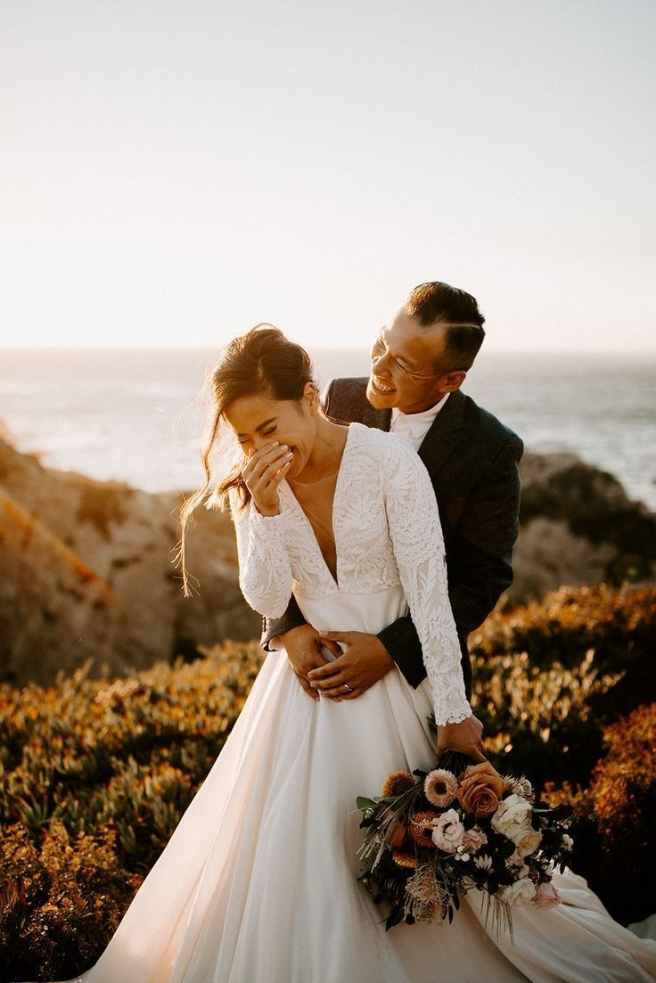 نظر و لباس داماد را هم برای انتخاب لباس عروس در نظر بگیرید