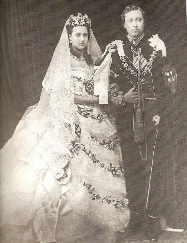 رنگ لباس عروس را چگونه انتخاب کنیم