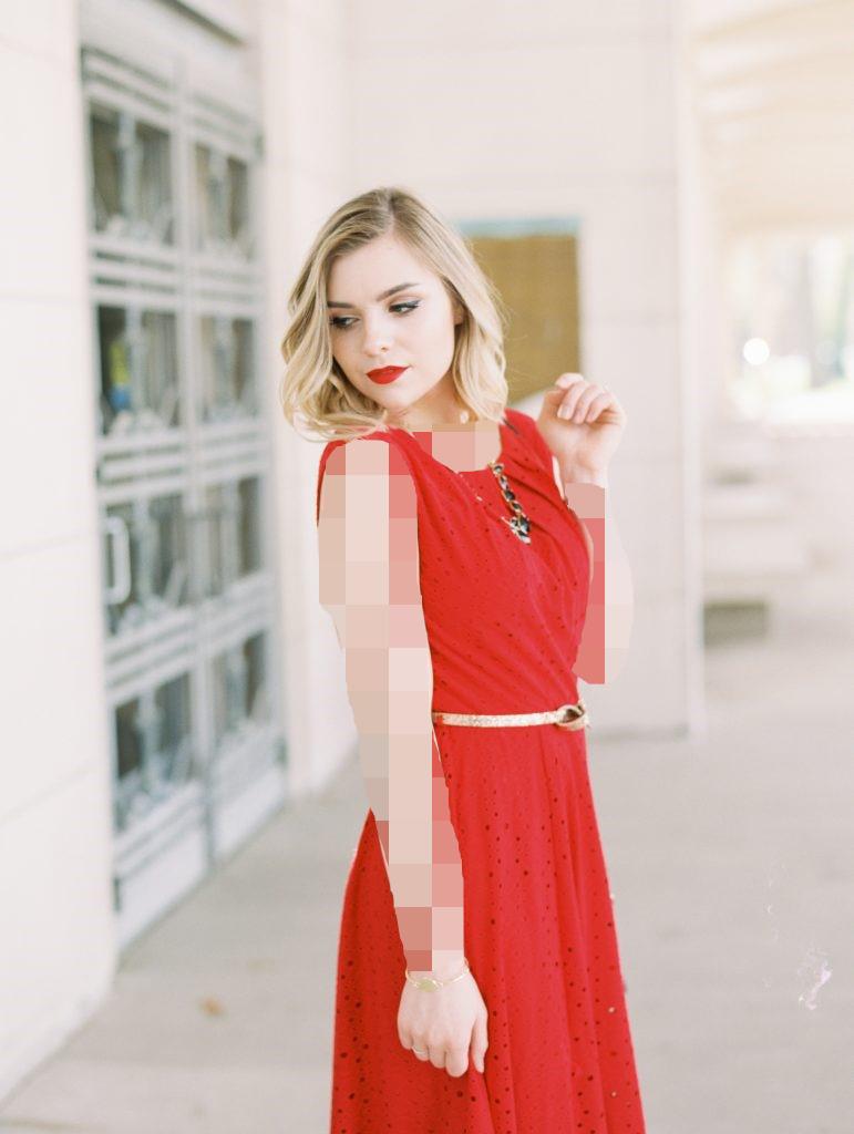 رنگ موی بلوند با لباس مجلسی قرمز