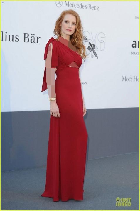 رنگ موی قرمز با لباس مجلسی قرمز
