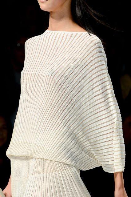 شستن لباس مجلسی پلیسهدار