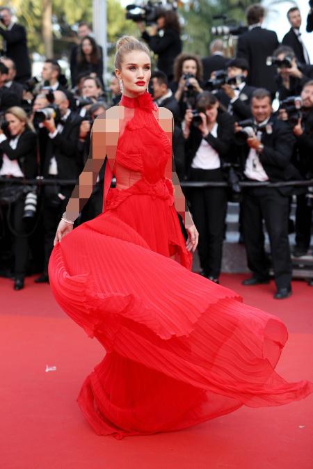 لباس مجلسی قرمز و موی دودی