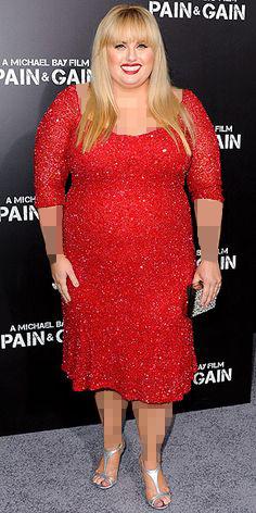 موی بلوند و لباس مجلسی قرمز