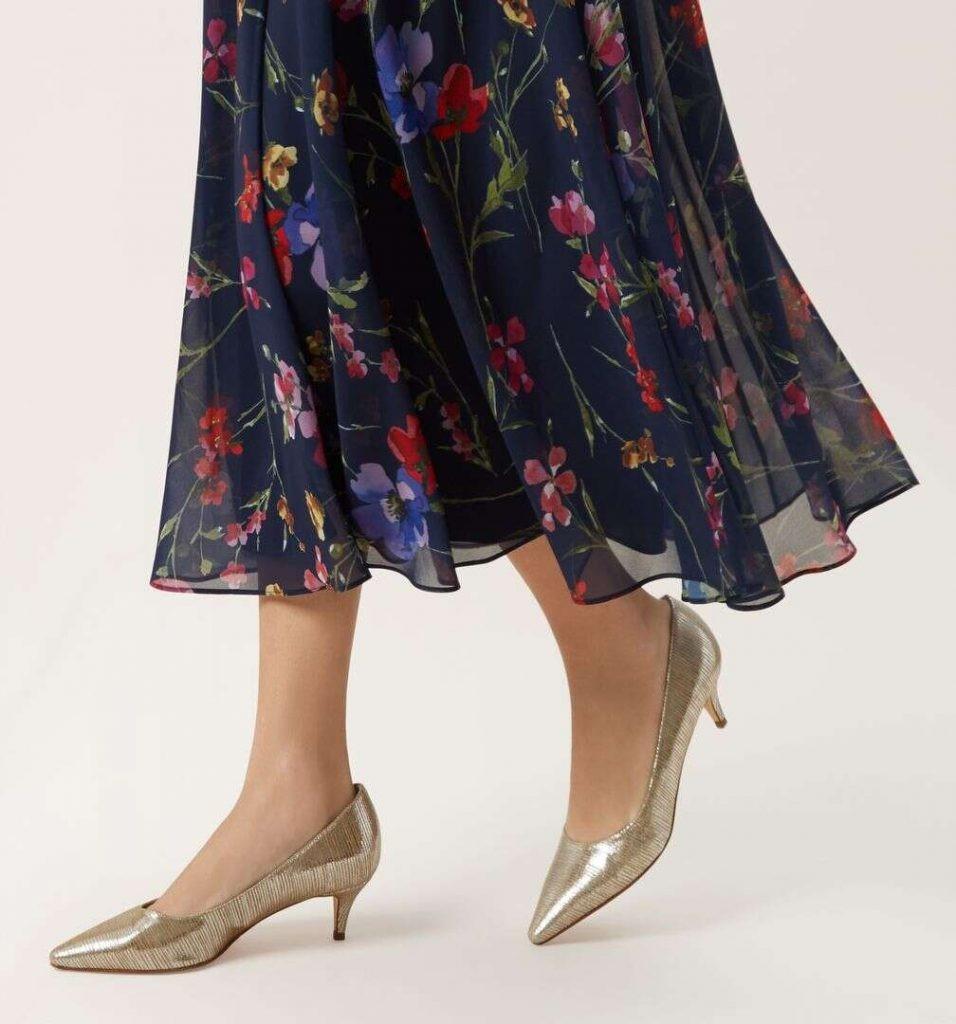 کفش پاشنه کوتاه و لباس شب بلند