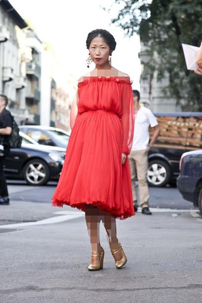 لباس مجلسی قرمز کوتاه و موی مشکی