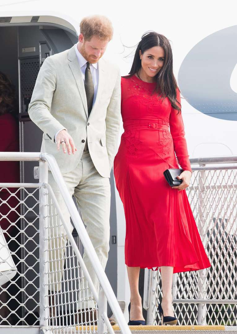 لباس مجلسی قرمز و موی تیره