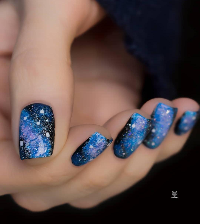 لباس مشکی و لاک کهکشانی